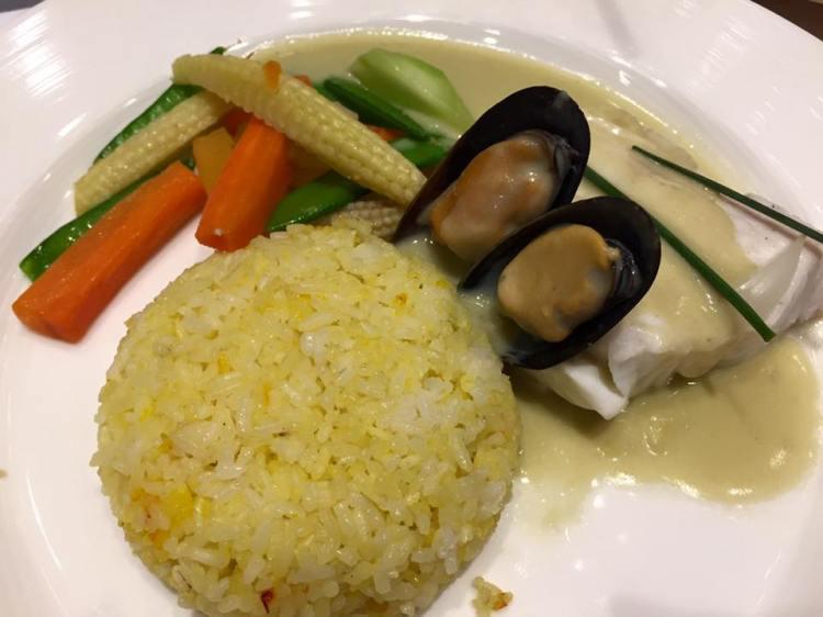 Lapulapuwith saffron rice